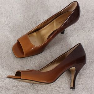 """Tahari """"Riddle"""" Brown Ombre Peep Toe Hell"""